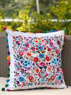 Diy Bag Designs, Hand Designs, Mexico Wallpaper, Diy And Crafts, Arts And Crafts, Mexican Designs, Art N Craft, Mexican Art, Pattern Design