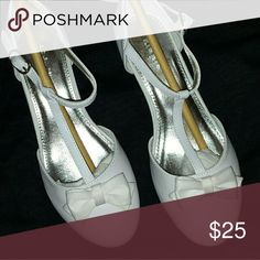 Girls shoe youth 2 White leather with bow, small children size heel. Never been worn brand new Shoes Dress Shoes