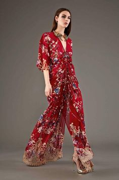 Roberto Cavalli Pre-Fall 2015 Fashion Show Floral Fashion, High Fashion, Fashion Show, Womens Fashion, Fashion Design, Roberto Cavalli, Image Fashion, Pret A Porter Feminin, Lauren