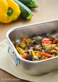 Leverdure arrostite al fornosono un contorno a base di verdure estive ricco di sapori e molto versatile, facilissimo da preparare