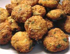 Μία εξαιρετική λιχουδιά - Νησιώτικοι ρεβυθοκεφτέδες με πατάτα Veggie Nuggets, Meal Planning, Vegetarian Recipes, Veggies, Meals, Baking, Ethnic Recipes, Kitchens, Finger Food