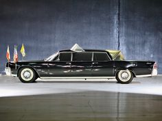 1964 Lincoln Continental Limousine Popemobile by Lehmann-Peterson classic luxury Jaguar Convertible, Lincoln Convertible, Limousin, Old American Cars, Ford Lincoln Mercury, Luxury Wallpaper, Lincoln Continental, Automobile Industry, Ford Motor Company
