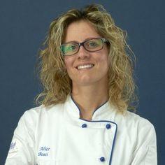 """Alice Bossi titolare di """"Dolci Incantati"""", la nuova microimpresa domestica alimentare associata a Cucina Nostra. Produce e vende dolci, pasticceria tradizionale e cake design a Faloppio (CO)."""