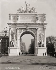 PrintCollection - Dewey Arch, New York looking North