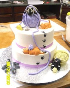 Buttercream icing with fondant cats and yarn. Check out the mouse and cheese!