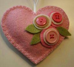 Prim wool Valentine heart
