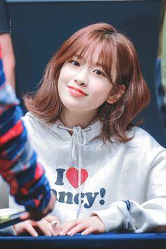 """© just feel alright ◈ do not edit"" Kpop Girl Groups, Korean Girl Groups, Kpop Girls, Yuri, Uzzlang Girl, Japanese Girl Group, Cute Beauty, Korean Women, Beautiful Asian Girls"