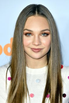 """""""Maddie Ziegler at Nickelodeon's 2017 Kids' Choice Awards at USC Galen Center on March 2017 in Los Angeles, California. Maddie Ziegler, Mackenzie Ziegler, Elastic Heart, Kids Choice Awards, Jack Kelly, Maddie And Mackenzie, Celebrity Updates, The Most Beautiful Girl, Age"""