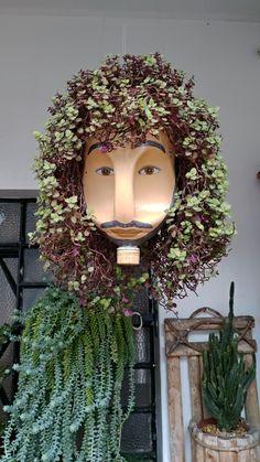 Recycled Garden Art, Garden Crafts, Diy Garden Decor, Plastic Bottle Planter, Plastic Bottle Crafts, Plastic Bottles, Flower Pot Crafts, Flower Pots, Plant Art