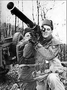 ELVIS PRESLEY STEADIES A BAZOOKA IN GERMANY (1958)UNNERVING HISTORICAL PHOTOS THAT WILL LEAVE YOU SPEECHLESS