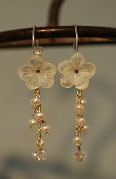 floral bridal earrings....Where is the necklace? Love this for my summer wedding.