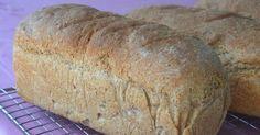 Saftig og smakfult grovbrød! Frys det gjerne ned rett etter avkjøling, så har du nydelig ferskt brød til flere dager. Oppskriften gir 3 b... Bread Recipes, Side Dishes, Biscuits, Food And Drink, Pizza, Baking, Decor, Breads, Bakken