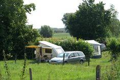 kamperen bij de boer in Vlaamse Ardennen -rustige en landelijke omgeving ideaal is voor wandelingen en fietstochten. Bakkerij, slagerij en winkel met biologische produkten zijn ter plaatse.