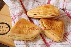 .COCINA CHILENA: DOBLADITAS PAN Chilean Recipes, Chilean Food, Bread Recipes, Cooking Recipes, Chocolate Deserts, Sweet Bakery, Pan Bread, Bread And Pastries, I Love Food