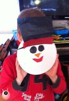 A simple Christmas Craft activity - making a snowman mask from a paper plate Easy Christmas Crafts, Christmas Snowman, Christmas Projects, All Things Christmas, Simple Christmas, Christmas Holidays, Christmas Clothes, Xmas, Paper Plate Masks