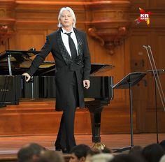 Дмитрий Хворостовский на сцене, 2012 год. Фото: Мила СТРИЖ
