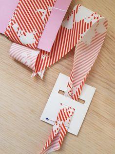 Make your own bias binding - from your favorite fabric - Make bias tape yourself Bias tape plotter file Freebie - Sewing Hacks, Sewing Tutorials, Sewing Projects, Sewing Patterns, Make Bias Tape, Make Your Own, Make It Yourself, Sewing Techniques, Fabric Crafts