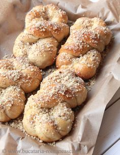 Mucenici with honey and walnuts - is a traditional pastry made only once a year for a religious holiday - Forty Martyrs - each March Italian Pastries, Italian Desserts, Just Desserts, Italian Recipes, Dessert Recipes, Italian Cooking, Scottish Recipes, Turkish Recipes, Romanian Food