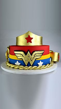 Cake Wonder Woman Wonder Woman Birthday Cake, Wonder Woman Cake, Wonder Woman Party, Birthday Woman, Birthday Cake Girls, Superhero Cake, Superhero Birthday Party, Ben Y Holly, Piggy Cake