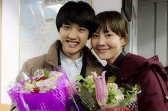 """""""D.O with his on stage mom Yum Jung-Ah after they finished filming their movie 'Cart'"""" Kaisoo, Kyungsoo, Chanyeol, K Pop Boy Band, Boy Bands, Exo Do, Do Kyung Soo, Cute Baby Animals, Cart"""