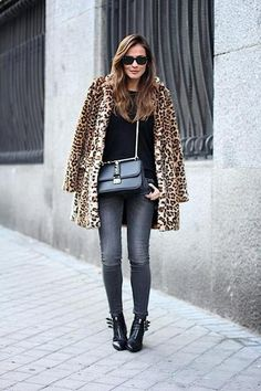 Best Outfit Ideas For Fall And Winter – 25 Fierce Ways to Style a Leopard Coat Leopard Jacket, Leopard Print Coat, Look 2018, Protective Hairstyles, Mode Inspiration, Fashion Inspiration, Look Fashion, Autumn Winter Fashion, Winter Style