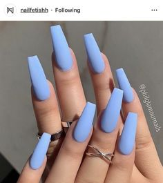 23 Atemberaubende Möglichkeiten, babyblaue Nägel zu tragen 23 Breathtaking Ways To Wear Baby Blue Nails There are many stylish shades of blue, but the must-have color for 2019 is definitely baby blue. Sky Blue Nails, Blue Coffin Nails, Blue Acrylic Nails, Blue Matte Nails, Pastel Blue Nails, Nail Art Blue, Blush Nails, Matte Nail Art, Brown Nails