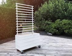 Perfect for the deck terrace! Plant herbs, cherry tomatoes, etc. Privacy Planter, Patio Privacy Screen, Backyard Garden Design, Backyard Patio, Outside Living, Outdoor Living, Garden Dividers, Outdoor Spaces, Outdoor Decor