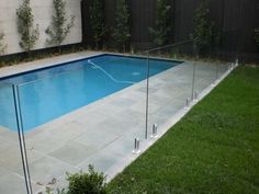 pool im garten Frameless glass pool fencing Glass Pool Fencing, Glass Fence, Pool Fence, Backyard Fences, Fence Around Pool, Building A Swimming Pool, Swimming Pool Landscaping, Swimming Pools Backyard, Swimming Pool Designs
