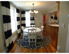 Round rug under dining room table! Love this look <3 | ::: Round ...
