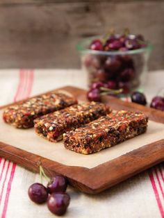 Raw Superfood Energy Bars - Naturally vegan, gluten-free, dairy-free & paleo, these sweet, healthy bars are rich in antioxidants & spiked with 3 sweet soulmates: cherries, goji berries & cacao. @juliemorrisyum @navitasnaturals