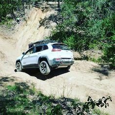 Jeep Cherokee Trailhawk off-road wheeling! Jeep Trailhawk, Jeep Cherokee Trailhawk, Cool Jeeps, Jeep Liberty, Jeep Jeep, Car Mods, Wheeling, Jeep Stuff, Creeper