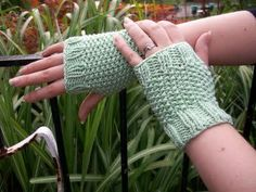 Free Knitting Pattern - Fingerless Gloves & Mitts: Seed Stitch Fingerless Gloves