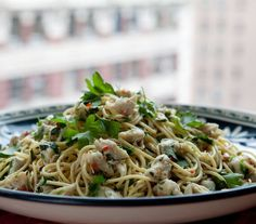 Bobby Flay's under-300-calorie pasta with spicy crab