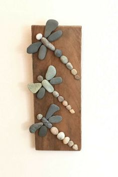 Three Rock Dragonflies on Driftwood- More art diy art easy art ideas art painted art projects Beach Crafts, Fun Crafts, Diy And Crafts, Crafts For Kids, Arts And Crafts, Frame Crafts, Beach Themed Crafts, Nature Crafts, Summer Crafts