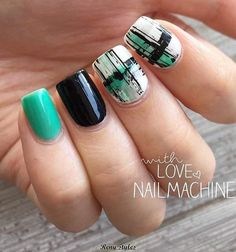 Nail art with Greenery is Pantone's Colour