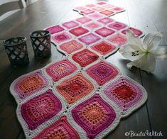 모티브 : 네이버 블로그 Crochet Mat, Crochet Blocks, Crochet Squares, Crochet Granny, Crochet Stitches, Crochet Table Runner, Winter Fashion Outfits, Catania, Crochet Flowers