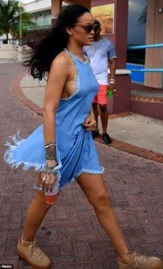 Welcome to Ekhosuehi Frank's Blog: Rihanna flashes extreme sideboob with a hint of ni...
