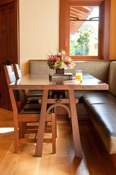 Craftsman – Arts & Crafts – Bungalow – An added bay in the kitchen provided space for a built-in banquette and custom-built table. @ Home De...