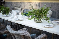 Parolan Asema: Puutarhapöytä ompelukoneesta Table Settings, Dining Table, Rustic, Furniture, Home Decor, Country Primitive, Decoration Home, Room Decor, Dinner Table