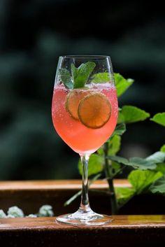 8 pysznych i prostych drinków na IMPREZĘ! Cocktail Drinks, Alcoholic Drinks, Beverages, Smoothie Drinks, Smoothies, Easy Cooking, Cooking Recipes, Healthy Drinks, Healthy Recipes