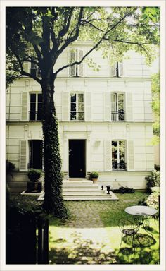 Hôtel Particulier Montmartre is on Vogue.fr, referenced as among best Brunch addresses in Paris.
