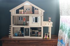 Adding a dollhouse into a little girl's room... {from @Dana Curtis Miller} /ES