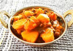 Bengali Pumpkin Curry - SpicyTamarind Indian Food Recipes, Vegan Recipes, Cooking Recipes, Ethnic Recipes, Indian Foods, Curry Side Dishes, Pumpkin Curry, Vegetable Curry, Vegane Rezepte