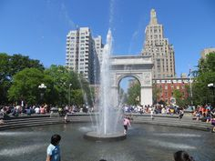 Waterpret in Washington Square Park