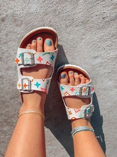 Beautiful Sandals, Cute Sandals, Summer Sandals, Sneakers Fashion, Fashion Shoes, Hijab Fashion, Aesthetic Shoes, Hype Shoes, Fresh Shoes
