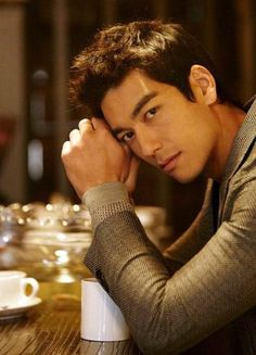 Aren't half korean men good looking or what and doesn't he remind you of Daniel Henney? Haha, Dennis Oh