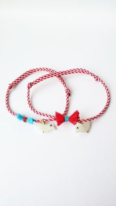 Items similar to Martis bracelet, Red and white bracelet March bracelet, Red kids bracelet with bird, on Etsy Kids Bracelets, Summer Bracelets, Beaded Bracelets, Jewelry Logo, Diy Jewelry, Jewelry Design, Bracelet Making, Baba Marta, Birthday Animals