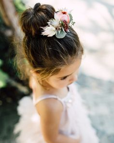 Adorable Hairstyle Ideas for Your Flower Girls Adorable Hairstyle Ideas for Your Flower Girls Flower Girl Hairstyle High Sock Bun<br> These hairdos are sure to make your favorite little girl feel special on the big day. Flower Girl Updo, Flower Girl Hairstyles, Little Girl Hairstyles, Flower Girls, Girl Haircuts, Short Haircuts, Kids Hairstyles For Wedding, Girls Updo, Natural Hair Styles