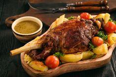 Que boire avec une épaule d'agneau ? Notre suggestion en vin rouge du Beaujolais. Mets Vins, Pot Roast, Lamb, Turkey, Potatoes, Beef, Ethnic Recipes, Marie Claire, Food