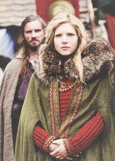 Lagertha and Rollo, Vikings, season Ragnar Lothbrok, Lagertha Vikings, Viking Queen, Viking Age, Viking Woman, Vestidos Viking, Bracelet Viking, Viking Costume, Viking Dress